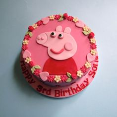 There are a lot of cute Peppa Pig Cake ideas on this post. Fondant Cakes, Cupcake Cakes, Cupcakes, Peppa Pig Birthday Cake, Thomas Cakes, Character Cakes, Novelty Cakes, Girl Cakes, Cake Creations