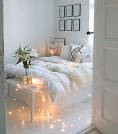 Room inspiration Beautiful Aesthetic Bedroom Design ideas For Your Home Part 42 ; Small Apartment Bedrooms, Small Apartments, Small Spaces, Decorate Apartment, Teen Bedrooms, Small Small, Small Rooms, Apartment Ideas, Dream Rooms