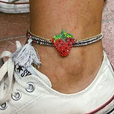 çilek halhal#bozcaada #mervecerit #miyuki #halhal #elyapımı #alisveris #alışverişzamanı #alışveriştutkusu Peyote Patterns, Beading Patterns, Ankle Braclets, Beaded Jewelry Patterns, Brick Stitch, Handmade Beads, Anklets, Beaded Bracelets, Crochet