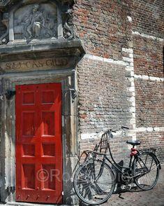Doorway and bicycle, De Waag at Nieuwmarkt in Amsterdam. | by Robert Diel
