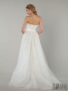 Tony Ward 2016 collection - Bridal - http://www.flip-zone.com/fashion/bridal/the-bride/tony-ward-5599