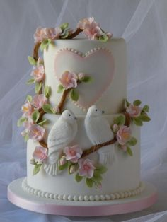 Marlene did these doves some time ago on a heart shaped cake for a wedding anniversary, following a tutorial she found in a book entitled 'Bas Relief & Applique' by Lesley Herbert. She had wanted to redo them for quite some time but wanted to update... #weddingcakes