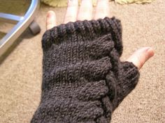 Ravelry: Not So Green Armwarmers pattern by Raven Sherbo