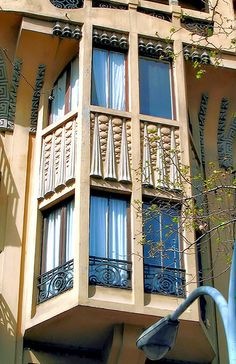 Barcelona - Gran Via 461 f by Arnim Schulz, via Flickr. Casa Ignasi Coll. Arquitecte Eduard Ferrés i Puig.