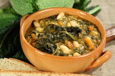 Ribollita is the most typical soup in Tuscany. It's so comforting and delicious! Tuscan Recipes, My Recipes, Italian Recipes, Crockpot Recipes, Soup Recipes, Tuscan Soup, How To Cook Beans, Italian Dishes, Pinterest Recipes