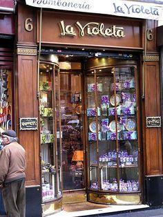 Bombonería La Violeta (famosa por sus caramelos)
