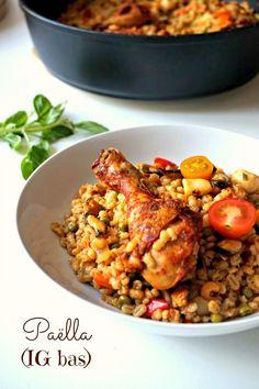 Un plat sain et gourmand avec cette paëlla IG bas à l'orge mondé, aux fruits de mer, poulet, safran et autres bonnes choses!
