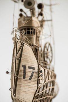 紙なのに繊細なるスチームメタルの世界観を演出。ダンボールで作った飛行船