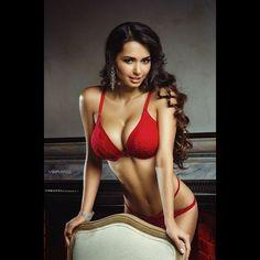 Ph: @nikolasverano MUA&Hair: @natasha_ds Md: @helga_model Фотосъемка, ретушь, обучение. СПб, Москва. #instasize #nikolasverano #style #photo #photoshoot #beauty #girl #body #model #topmodel #photographer #lady #dream #look #image #photostyle...