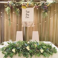 おしゃれ度が上がる♡〔タペストリー〕を飾ったナチュラル高砂まとめ | marry[マリー] Bridal Table, Wedding Table Flowers, Wedding Table Decorations, Flower Bouquet Wedding, Wedding Preparation, Wedding Images, Perfect Wedding, Floral Arrangements, Outdoor Rooms