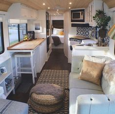 An RV camper interior renovation ideas is a superb way of traveling comfortably. It's now prepared for the client to enjoy camping at the VW indicates he is planning to attend! RV Camping is an immense family experience. Tiny House Living, Rv Living, Small Living, Home And Living, Tiny House Office, Living Room, Lofts, Deco Studio, Pergola Design