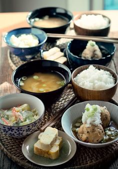 Hoy, menú japonés!. 1. Shirumono, ganmodoki, tamagoyaki y ensalada de patatas.