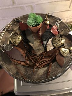Feather Jewelry, Arrows, Grapevine Wreath, Grape Vines, Wreaths, Leather, Home Decor, Decoration Home, Room Decor