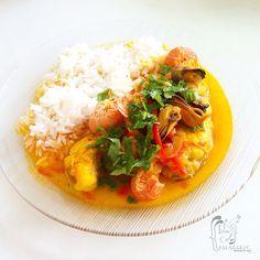 Poesía Culinaria . Moqueca de Peixe - (Moqueca Baiana)  #poesiaculinaria #moqueca #moquecadecamarão #brazil #brazilianfood #brazilianrecipe #receitas #receitasfitness #recetas #recetasdepescado #pescado #recipe #recipeoftheday #recipeideas #foodphotography #food #foodrecipes #foodie Achiote, Thai Red Curry, Ethnic Recipes, Recipes, Milk Cans, Fish Recipes, Brazilian Cuisine