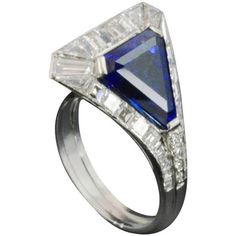 Pre-owned Art Deco Unusual Sculptural Sapphire Diamond Cluster Ring (€34.530) ❤ liked on Polyvore featuring jewelry, rings, cocktail rings, deco ring, preowned jewelry, triangle jewelry, art deco jewellery and sapphire ring