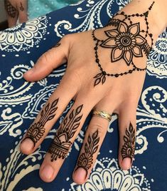 super fun little ditty from todays henna party Henna Hand Designs, Henna Flower Designs, Henna Tattoo Designs Simple, Flower Henna, Mehndi Art Designs, Beautiful Henna Designs, Mehndi Designs For Hands, Henna Tattoo Hand, Cute Henna Tattoos
