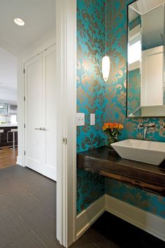 Modern Powder Room design by Minneapolis Design-build w. builders This powder room by W. Builders in Minneapolis shows a modern, flirty, and beautiful use of color with wallpaper. Bold Wallpaper, Modern Wallpaper, Bathroom Wallpaper, Turquoise Wallpaper, Beautiful Wallpaper, Metallic Wallpaper, Wallpaper Ideas, Turquoise Walls, Eclectic Wallpaper