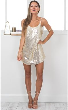 by dress cocktailSource by dress cocktail Funk Town Dress In Gold Sequin Simple Homecoming Dresses, Two Piece Homecoming Dress, Hoco Dresses, Sexy Dresses, Casual Dresses, Dresses For Work, Elegant Dresses, Summer Dresses, Formal Dresses