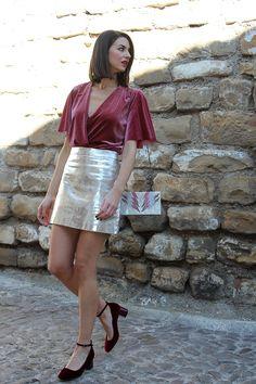 29bc37b5bc0d3 ¿Te gustan las prendas metalizadas  Hoy os enseño un post con una falda  plateada combinada con terciopelo. Un look que seguro que os encantará.