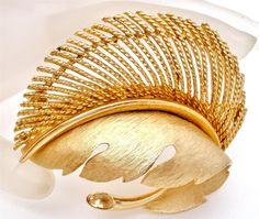 Vintage Signed Lisner Brooch Leaf Stylized by TheJewelryLadysStore,