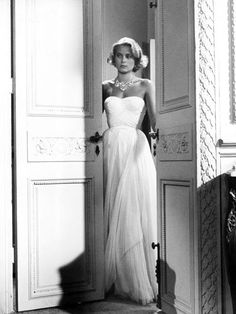 Grace Kelly in To Catch a Thief, 1955. In a dress that rivals the beauty of her wedding gown, Grace Kelly does elegance like no one else.