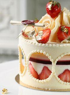 http://photos.be.com/photo/0107010/nouveautes-gourmandes-rentree/patisserie-pouchkine-printemps-21681096c.jpg.  Strawberries