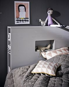 Headboard with storage: space saving and decoration Kids Single Beds, Save For House, Loft, Daughters Room, Built In Storage, Kid Spaces, Luxury Furniture, Decoration, Space Saving