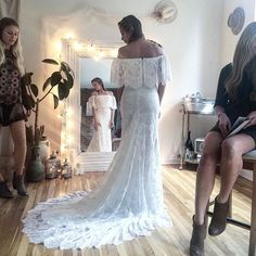 Daughters of Simone: LAWRENCE  Exclusively available in The Netherlands at @wildatheartbridal www.wildatheartbridal.com