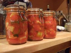 conserve de courgette /tomates Canning Pickles, Polenta Recipes, Marinade Sauce, Preserving Food, Chutney, Preserves, Food Porn, Food And Drink, Jar