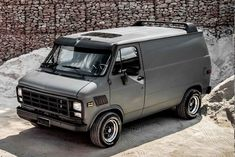 This is by far one of my favorite looks! If I ever find one for sale this is the goal! Chevrolet Van, Jeep Truck, Gmc Trucks, Cool Trucks, Vans Vw, Gmc Vans, Pick Up, Transporter T3, Astro Van