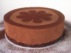 מתכון לעוגה מעלפת של קרין גורן, שמכינים ברבע שעה. מוס עשיר ומתוק על בסיס פריך שלא מצריך אפייה Cake Icing, Fondant Cakes, Cooking Lamb Chops, Chocolat Cake, Dessert Decoration, Desert Recipes, Cake Cookies, Sweet Recipes, Bakery