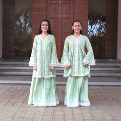Indian Wedding Songs, Indian Wedding Bridesmaids, Indian Wedding Outfits, Brides And Bridesmaids, Choreography Videos, Dance Videos, Stylish Dress Designs, Stylish Dresses, Dance Outfits