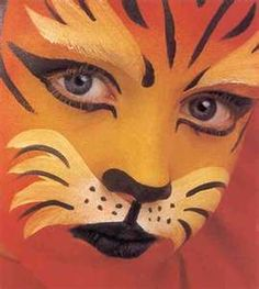 When you think about face painting designs, you probably think about simple kids face painting designs. Many people do not realize that face painting designs go Tiger Makeup, Animal Makeup, Face Makeup, Zoo Da Zu, Halloween Make Up, Halloween Face, Halloween Costumes, Tiger Face Paints, Tiger Face Paint Easy