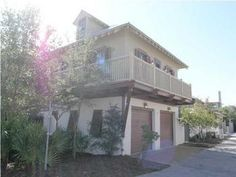 ROSEMARY BEACH, FL: This tremendous Florida cottage and carriage house, south of 30-A sleeps 16 and is just steps to the beach! The houses are Lew Oliver Design and built...