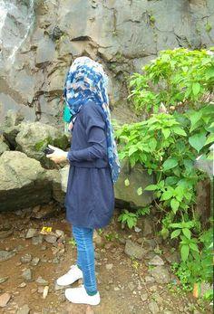 Girl Hand Pic, Cute Girl Photo, Girls Hand, Girl Photo Poses, Girl Photography Poses, Girl Photos, Hijabi Girl, Girl Hijab, Hijab Dp