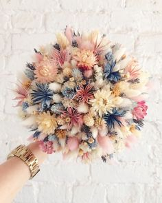 🌸FLOWER POWER🌸 soft, sweet with a hint of wild makes for a unqiue bouquet!🌸FLOWER POWER🌸 soft, sweet with a hint of wild makes for a unqiue bouquet! Deco Floral, Arte Floral, Floral Design, Wedding Bouquets, Wedding Flowers, Flower Bouquets, Diy Flower, Flower Types, Dried Flower Bouquet