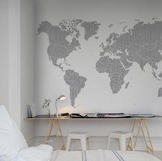 Slaapkamer met wereldkaart behang van Rebel Walls