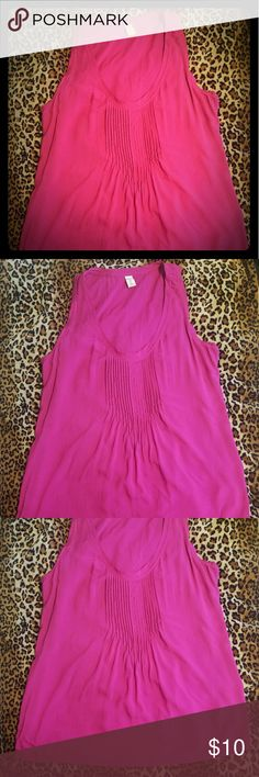Old Navy top This top is gently used. In great condition. It can be used in or out of the office.   100% rayon Old Navy Tops Blouses