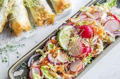 Slik steker du sprø vårruller i ovnen Fresh Rolls, Pasta Salad, Food And Drink, Ethnic Recipes, Cilantro, Crab Pasta Salad