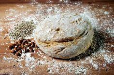 Domaci celozrnny chlieb s orechami Nie je nič lepšie ako si pripraviť domáci chlieb. Je to jednoduché a rýchle. A hlavne, viete čo jete.