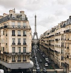 Paris is probably the most popular city in the world and people go here for more vacations mostly to enjoy its culture, history and architecture. Paris is Oh The Places You'll Go, Places To Travel, Travel Destinations, Places To Visit, Torre Eiffel Paris, Paris Travel, Travel Plane, Travel Goals, Travel Europe