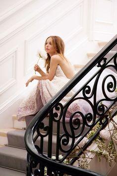 Découvrir les visuels du making-of de la campagne Miss Dior Blooming Bouquet avec Natalie Portman.