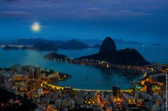 Night moon in Rio - null