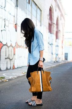 Look: Camisa Jeans + Chinelo slide adidas
