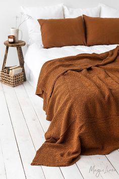 Waffle linen blanket in Cinnamon. Linen bed throw in King, Queen sizes. - Waffle linen blanket in Cinnamon.