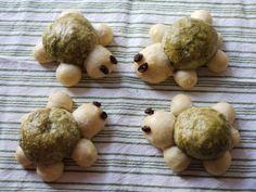 Almost Knead-less Green Tea Red Bean Turtle Buns (免揉) 綠茶紅豆海龜麵包