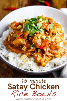 chicken satay rice bowls feature a punchy peanut sauce coating tender chicken breast pieces, served on rice or rice noodles. Pollo Thai, Asian Recipes, Healthy Recipes, Tasty Chicken Recipes, Easy Thai Recipes, Healthy Chinese Recipes, Asian Stir Fry, Thai Stir Fry, Stir Fry Rice