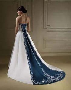 vestido de noiva colorido com detalhes em azul