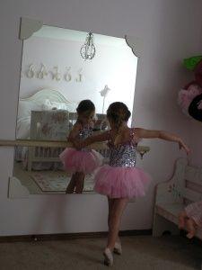 ballet barre and mirror   Found on paintbrushesandpeonies.net