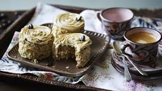 Mary Berry makes it easy with this delicious coffee and walnut cake. Equipment and preparation: You will need two loose-bottomed sandwich tins. Mary Berry, Great British Bake Off, Cake Recipes Bbc, Dessert Recipes, Mini Desserts, Muffin Recipes, Dessert Ideas, Cake Ideas, Scones
